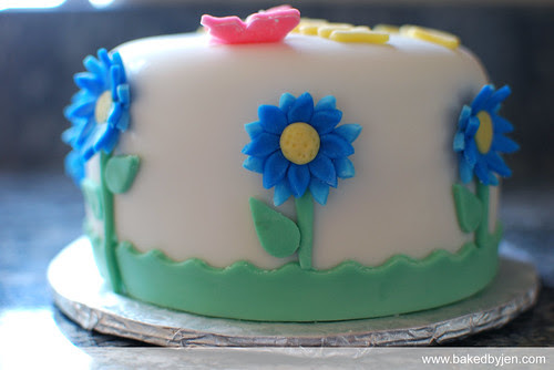blue daisies b-day cake - side