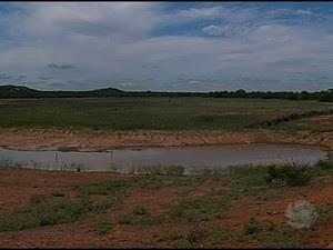 Alguns dos reservatórios estão com capacidade inferior a 5% (Foto: Reprodução/TV Grande Rio)