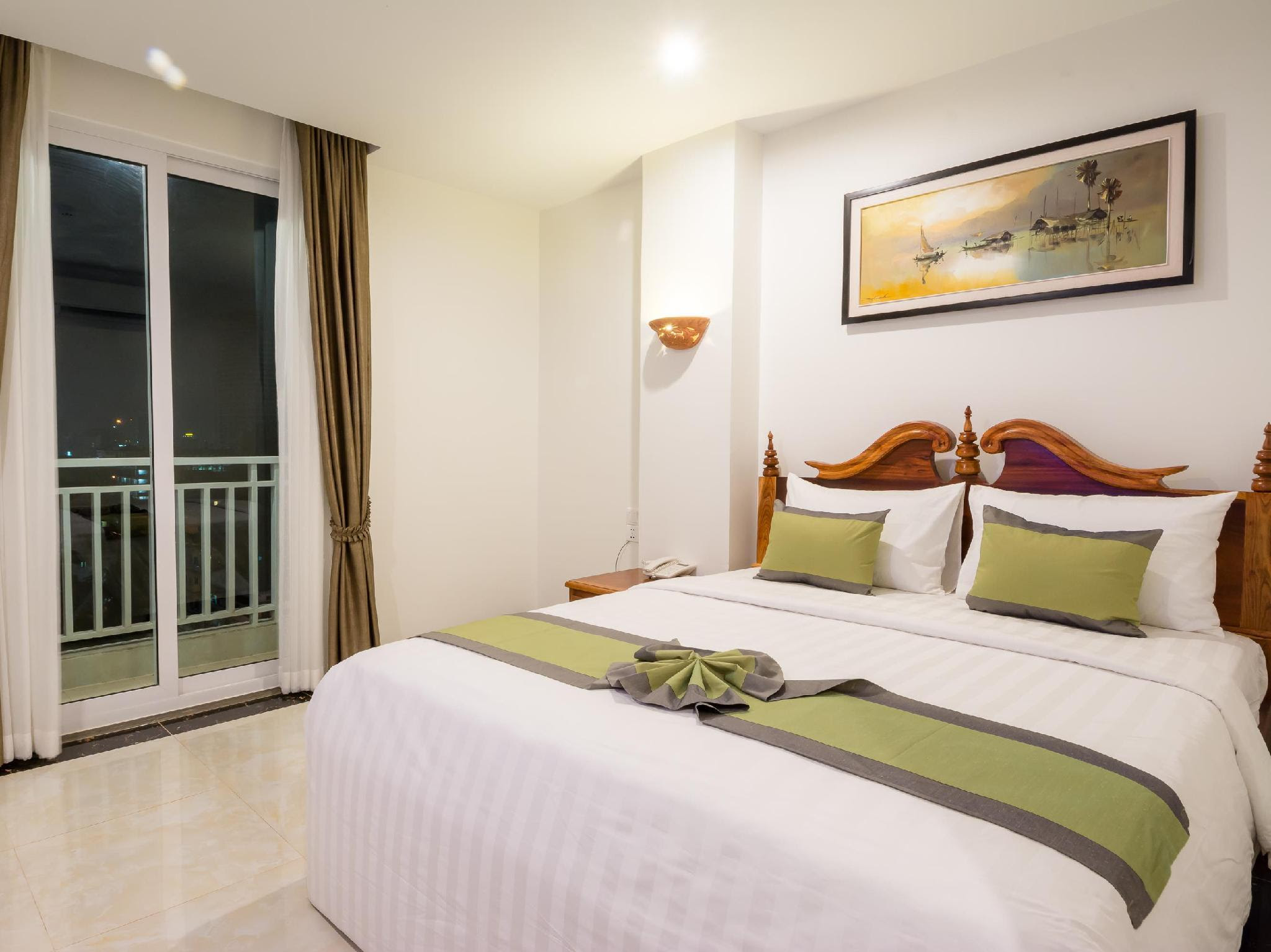 Reviews Relax Hotel