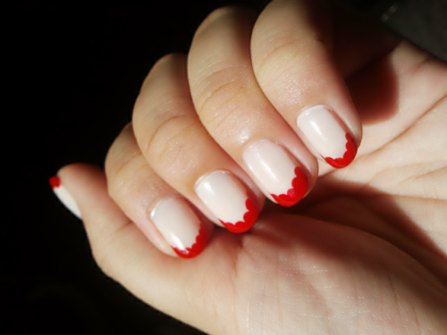 hailstothenails:  Scallop French Tip Nails A way to spice up your boring french tio mani. I chose red for a retro look but imagine the possible color combos…