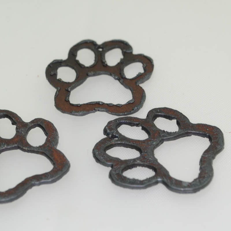 s40589 Stamped Metal Components -  Pawprint Cutout - Rusted Iron (1)