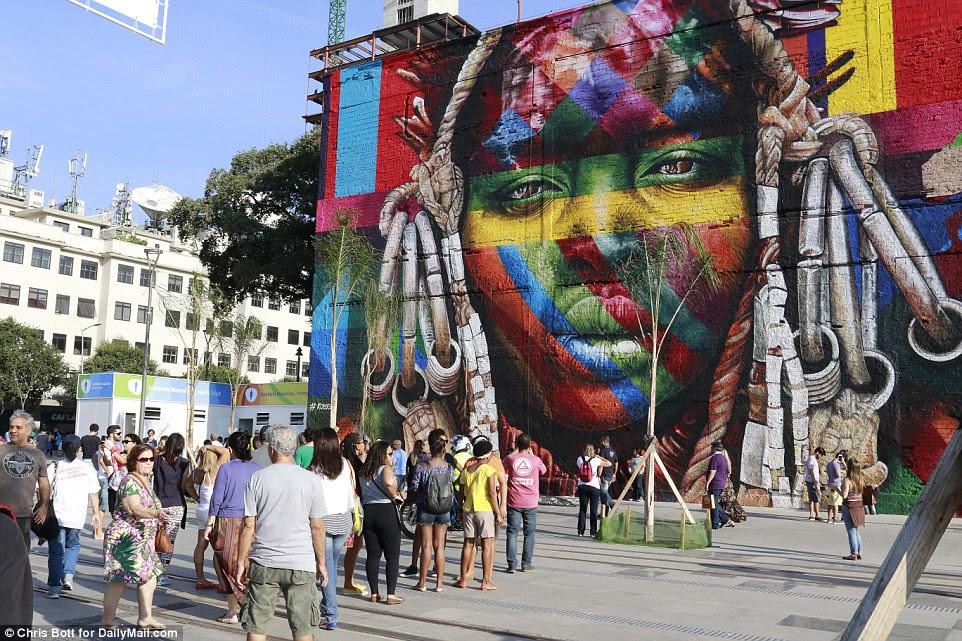 fan zone perto dos fãs Porto Mauá Boulavard Olimpico recolher cedo, antes da cerimônia começa milhas de distância no estádio do Maracanã