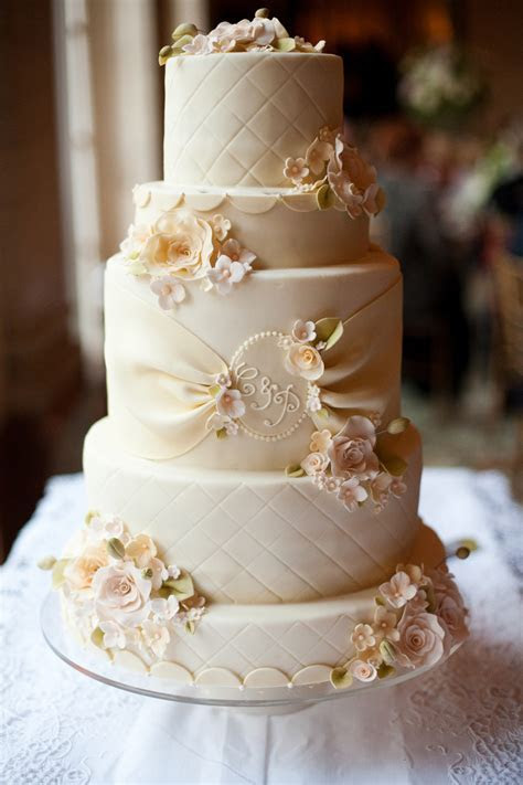Cheap Wedding Cakes as Well as Simple Yet Elegant Look at