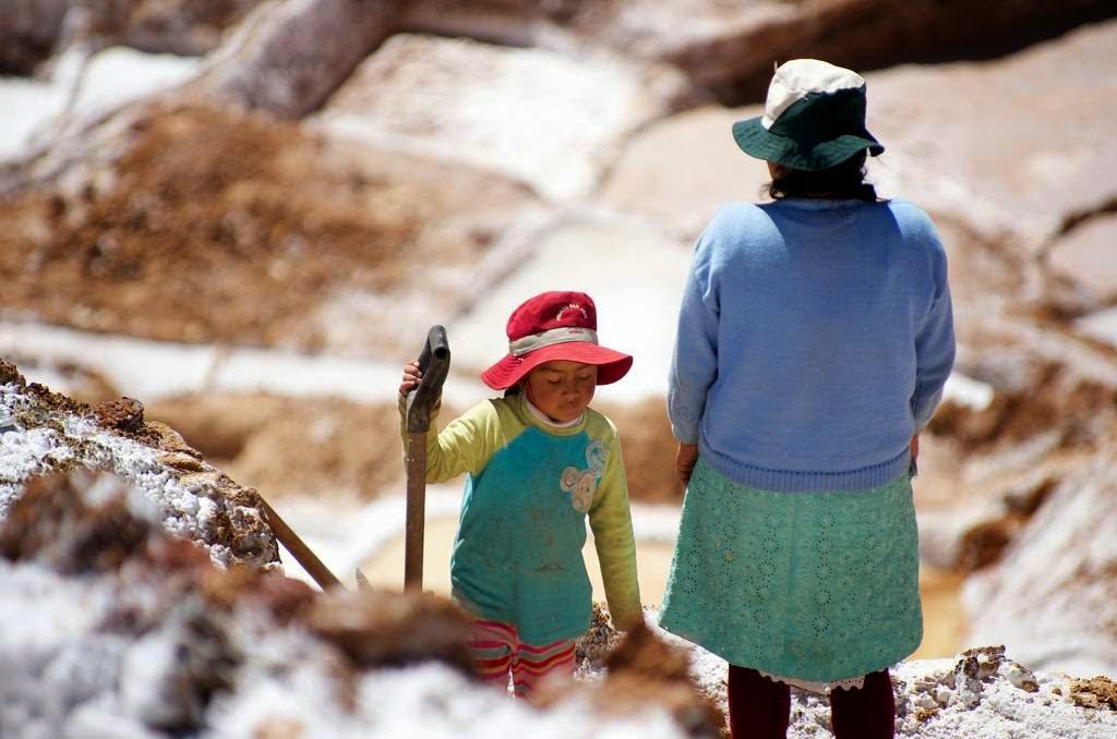 As belas Salinas de Maras encravadas nos penhascos peruanos 16