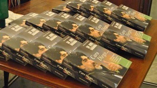 "LIBRO. ""Caro Diego…50 anni Maradona"", es la publicación del periodista italiano Mimmo Carratelli."