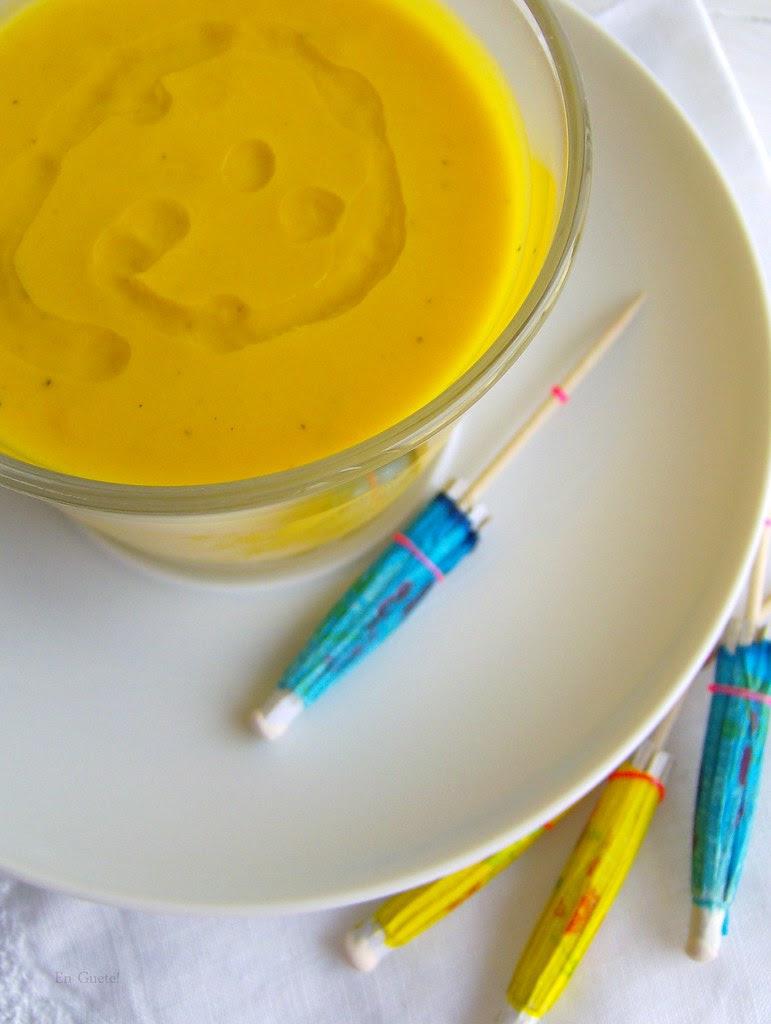 Sopa fría de zanahoria-piña y leche de coco