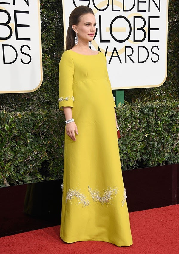 Natalie Portman surge superelegante no Globo de Ouro
