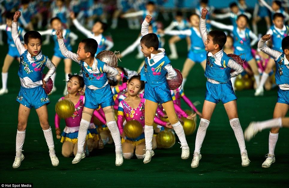 Recrutas: jovens entusiasmados em se juntar com os movimentos de dança