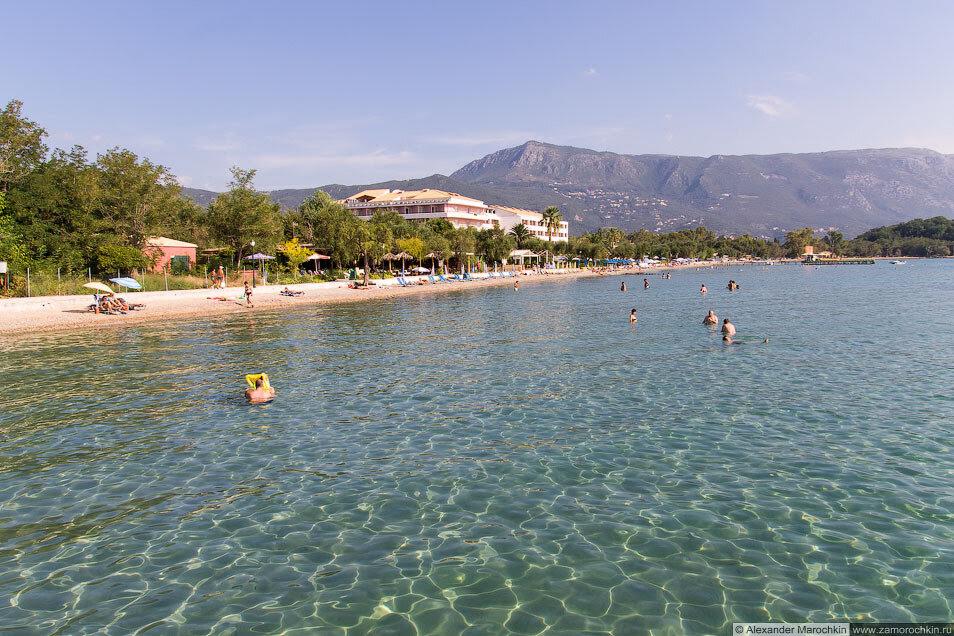 Море и пляж в Дассии (Корфу)