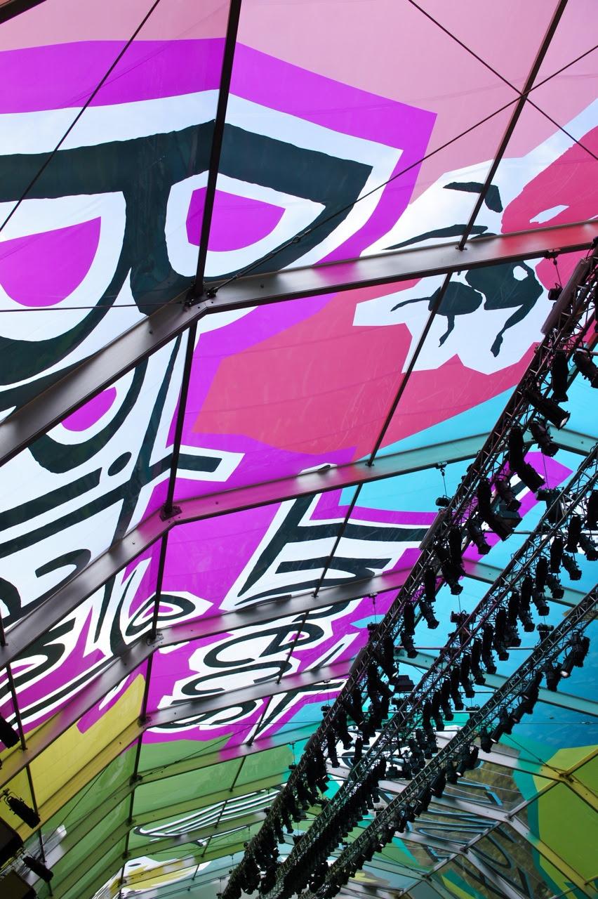 O desenhos no teto do tendão transparente!