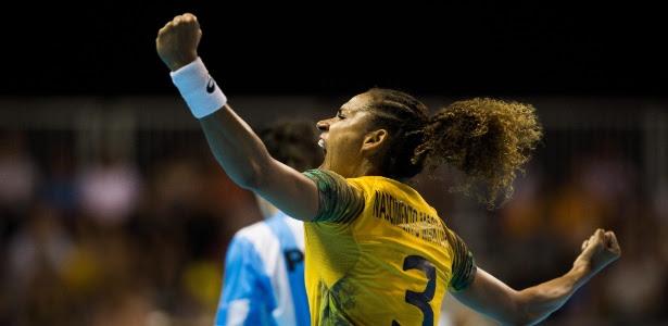 Alexandra comemora gol na conquista do Pan; seleção é favorita para o bi mundial
