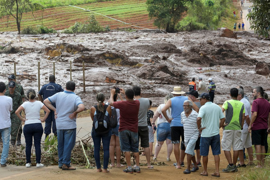 Residents are seen on a road blocked after a dam, owned by Brazilian miner Vale SA, burst in Brumadinho, Brazil January 26, 2019. REUTERS/Washington Alves