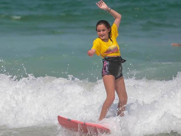 Carolina participa do projeto Praia para Todos (Foto: Divulgação)