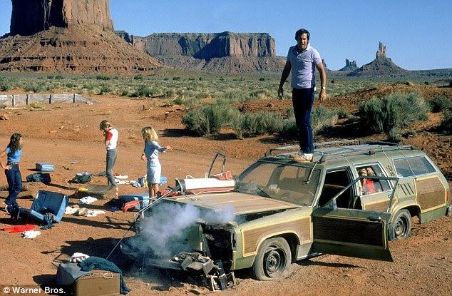 Christina Applegate and Ed Helms hitchhike in Mojave ...