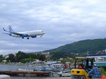 Ξεκινούν αύριο οι πτήσεις από την Αγγλία στο αεροδρόμιο της Σκιάθου