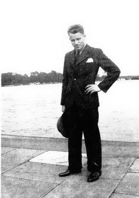 August Landmesser em momentos mais aprazíveis