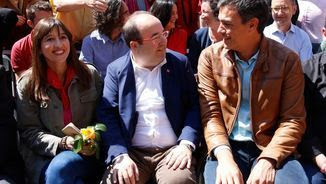 Núria Parlon, Miquel Iceta i Pedro Sánchez en un acte polític a Barcelona, el 22 d'abril (ACN)