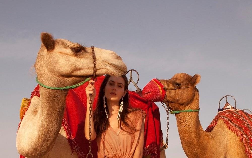 d149d423b4424 صحراء دبي مصدر الهام ديانا آرنو في مجموعة ربيع وصيف 2019 - مدونة ايكو موضة