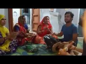 सर पे रख के मटुकिया दही वारी krishna bhajan hindi lyrics