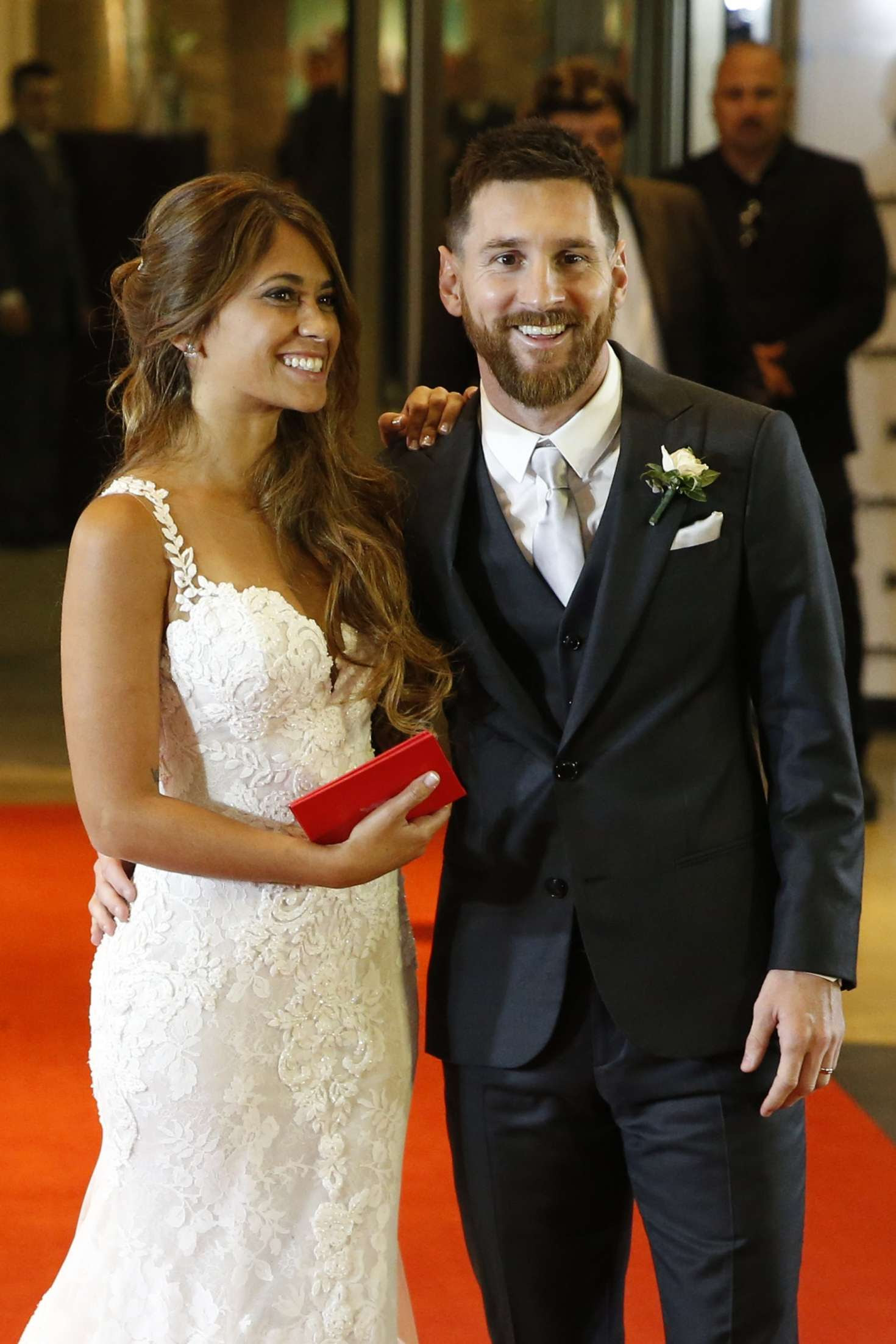 Antonella Roccuzzo and Lionel Messi at their wedding in ...