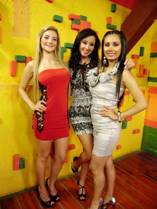 Denisse Quiroga (medio) junto con dos amigas / Denisse Quiroga (middle) along with two friends