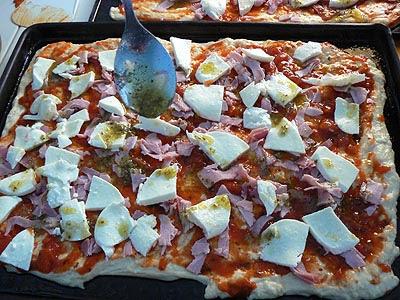 pizza cru et sauce.jpg