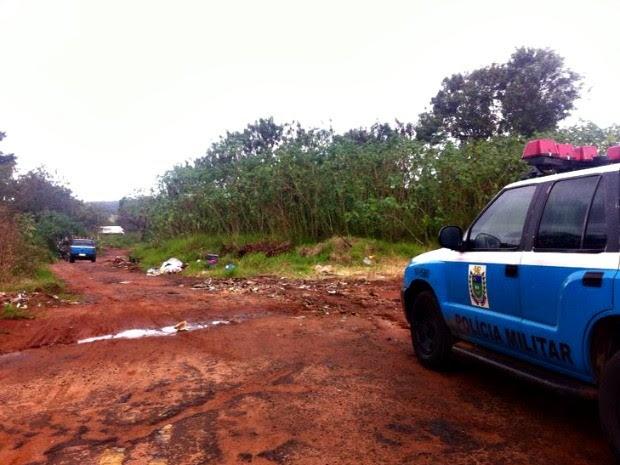 Policiais fazem buscas na região do Jardim Montevidéu,  em Campo Grande (Foto: Gabriela Pavão/ G1 MS)