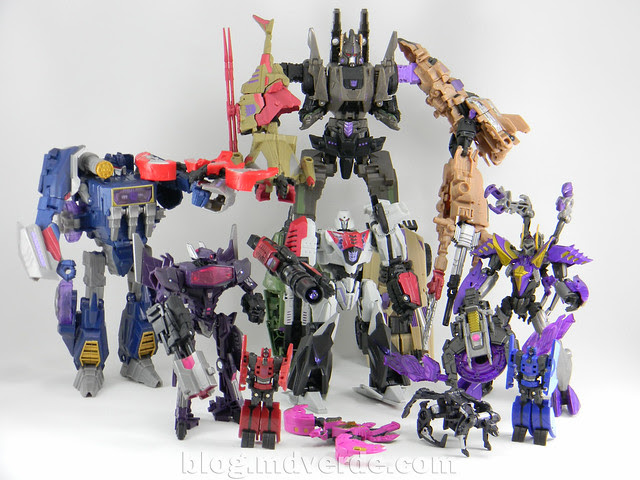 Transformers Kickback Deluxe - Generations Fall of Cybertron - modo robot vs Decepticons FoC