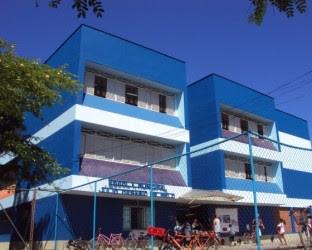 Professora é agredida por mãe de aluno na porta de escola no Rio