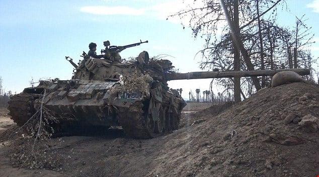 Hình ảnh IS nghênh ngang khoe xe tăng, vũ khí khủng cướp được từ Iraq số 1