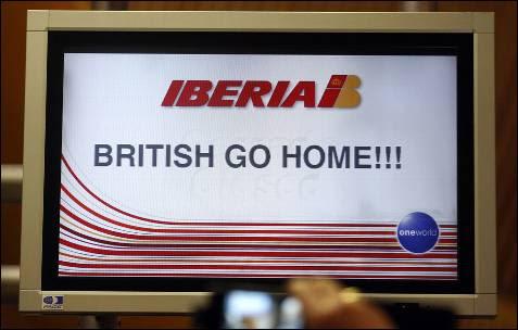 La pantalla de la T-4 del aeropuerto de Barajas durante la primera jornada de huelga de trabajadores de Iberia.