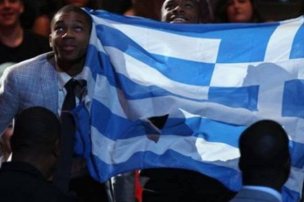 Αποτέλεσμα εικόνας για αντετοκουμπο ελληνικη σημαια