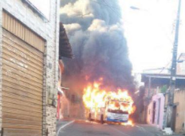 Moradores queimam ônibus em Santa Cruz em protesto por morte de suposto traficante