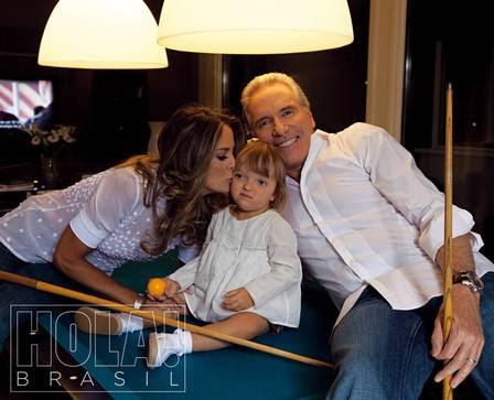Roberto Justus, a mulher Ticiane Pinheiro e a caçula Rafaella