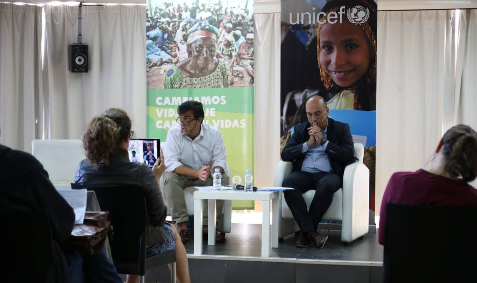 Chema Vera y Javier Martos, durante el foro sobre ODS organizado por Oxfam Intermón y Unicef en Madrid.