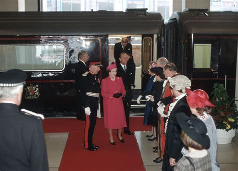 The Queen's royal train approaches the end of the line   Foto