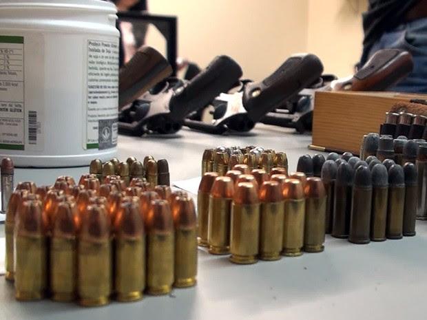 Investigador preso em Mongaguá, SP, também tinha grande quantidade de munições (Foto: Reprodução/TV Tribuna)