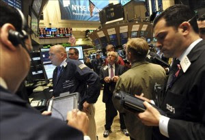 """Wall Street abre con un ascenso del 0,45 por ciento tras dos días cerrado por """"Sandy"""". EFE"""