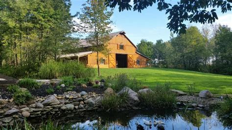 Hidden Hollow Farm   Crawfordsville IN   Rustic Wedding Guide