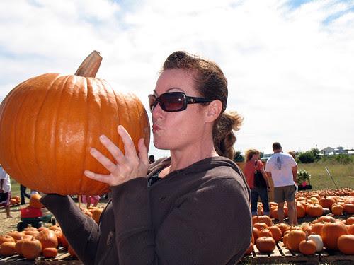 Kissy Pumpkin