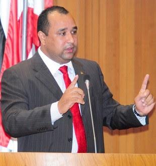 http://www.marcoaureliodeca.com.br/wp-content/uploads/2012/03/Roberto-Costa3.jpg