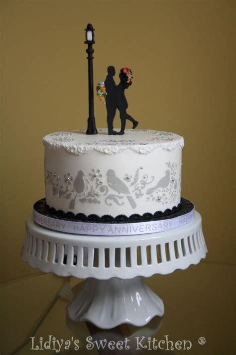 10th Wedding Anniversary Cake cake by Lidiyas Sweet