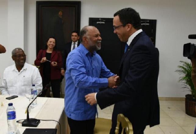 Gobierno dominicano aumentará salarios a 90.000 profesores públicos
