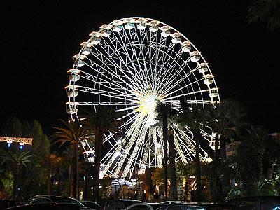 grand roue de Nice éclairée.jpg