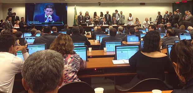 Sessão da CPI da Petrobras que aprovou o deputado Hugo Motta (PMDB-PB) para presidente da comissão (Foto: Fernanda Calgaro/G1)