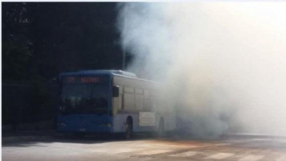 Roma, si guasta un altro (flam)bus