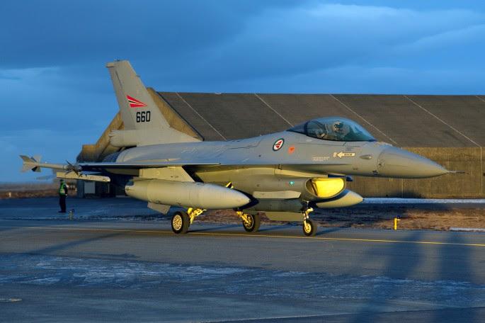 F16A-660-20140212-D-014395