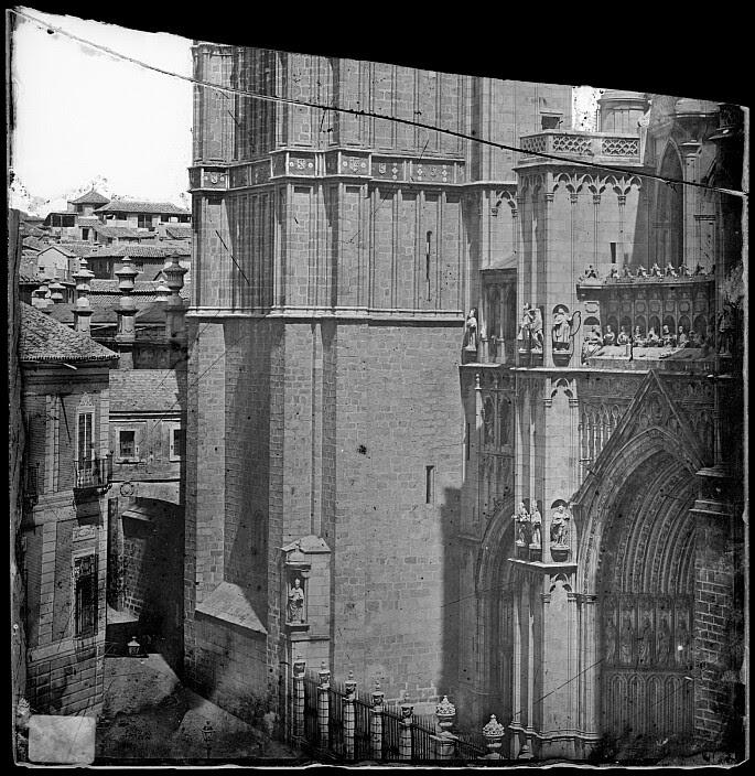 Arco de Palacio y Catedral hacia 1880. Fotografía de Casiano Alguacil. Ayuntamiento de Toledo