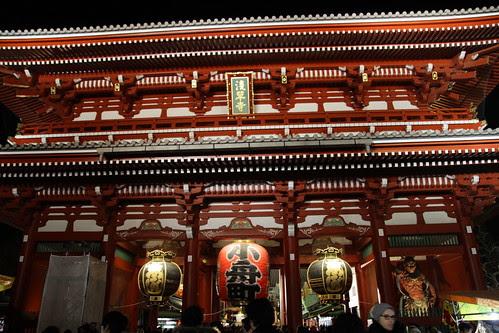 Entering Senso-ji temple