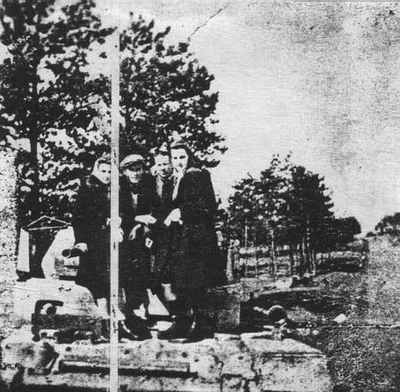 Okolice Stąporkowa - po przejściu frontu w styczniu 1945 roku. Fotografie udostępnili mieszkańcy Stąporkowa
